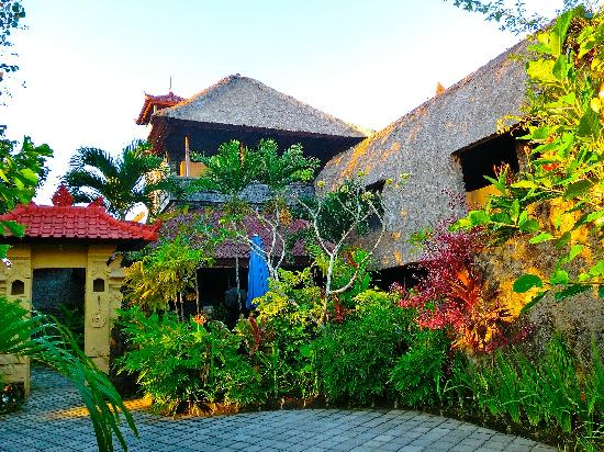 Aahh Bali Bed & Breakfast: Entrance
