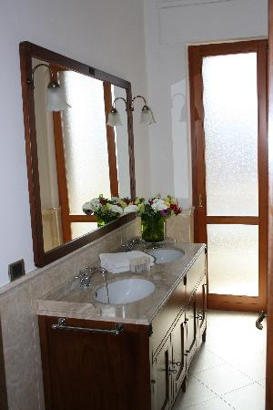 Residence & Hotel  Aramis Milan Downtown: bathroom suite