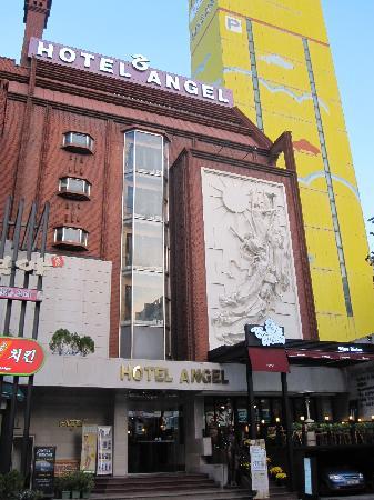 Hotel Angel: ホテルの外観