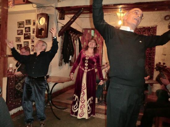 Mer Gyugh / Our Village Restaurant : Our Dancers