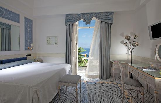 Luxury Villa Excelsior Parco: seaview room