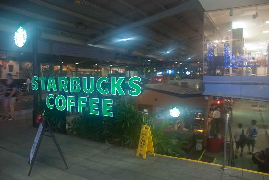 Starbucks Orchard Point: Stairs down to the counter area