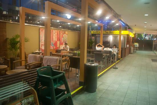 Starbucks Orchard Point: Downstairs seating area