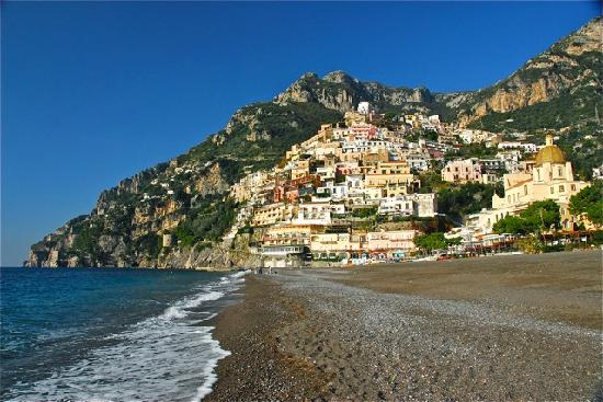 Playa Grande (Spiaggia Grande): Looking up to Positano from the beach