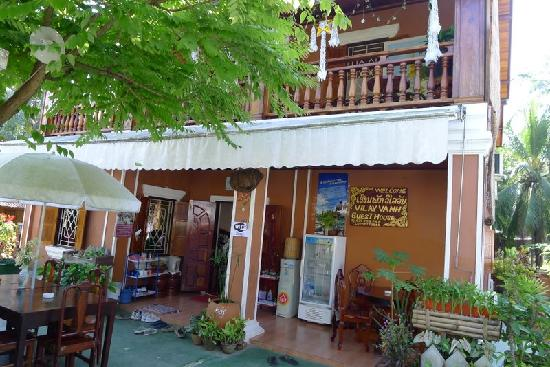 Vilayvang Guest House: Vilay Vanh exterior