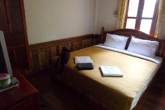 Vilayvang Guest House: Vilay Vanh double room