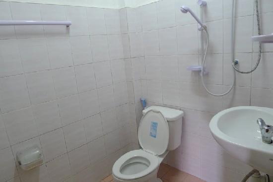 Vilayvang Guest House: Vilay Vanh en-suite bathroom