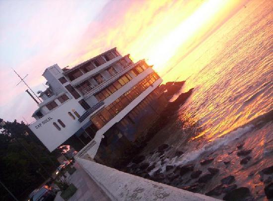 Hotel Restaurant Cap Ducal: Cap Ducal y el horizonte