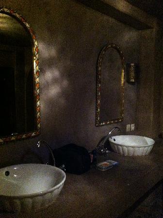 Riad Jamai: salle de bain chambre chocolat
