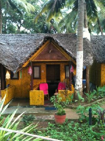 Bamboo Village: bamboo beach hut