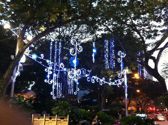 holiday inn singapore orchard city centre christmas decorations on orchard street