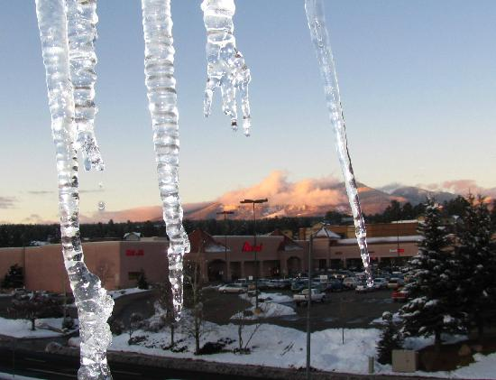 Motel 6 Flagstaff West-Woodland Village : Beautiful view of the San Francisco Peaks from the 3rd floor.
