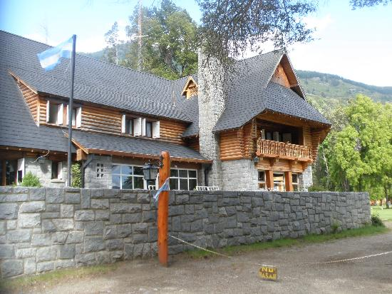 Hosteria Futalaufquen: frente de la hostería