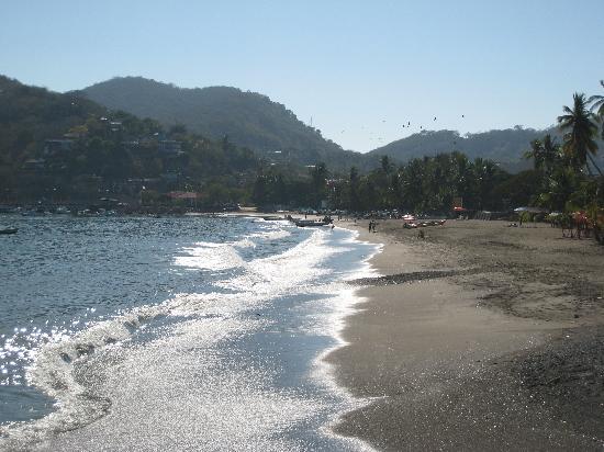 Casa Azul - La Madera : Nice beaches surround Zihua Bay