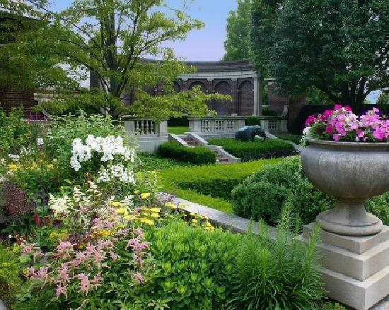 Indiana: Irwin Gardens - Columbus