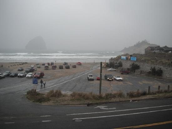 Inn At Cape Kiwanda: View from covered deck #2