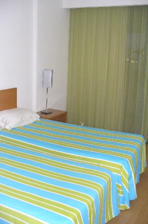 Luna Olympus: Good size bedroom