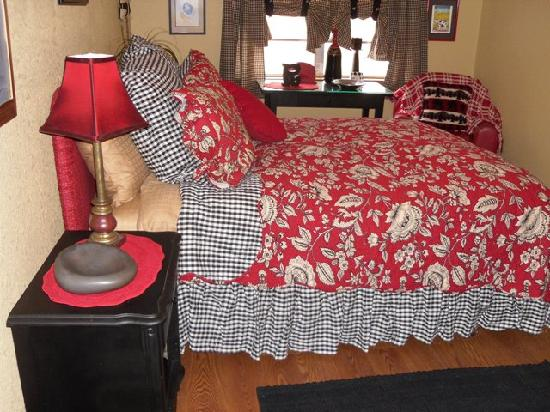 Riverwood Retreat & Tin Can Tourist Court: Hacienda del Colorado Master Bedroon is made for quite nights on the river