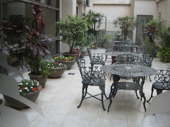 Hotel Reconquista Garden: patio