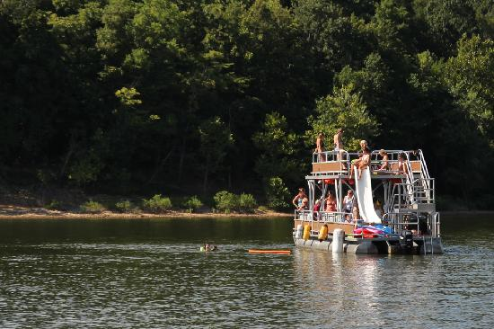 Bloomington, IN: Boating on Lake Monroe, the state's largest lake