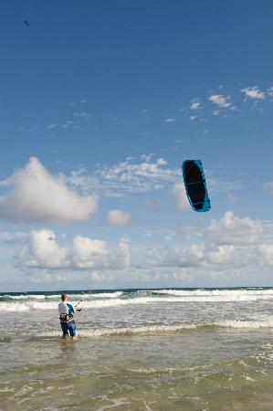 Kiteboard Kauai: Classes with Adam Finn - practicing with the kite