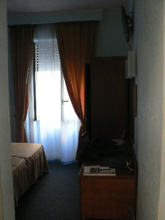 Osimar Hotel: Partial View of bedroom