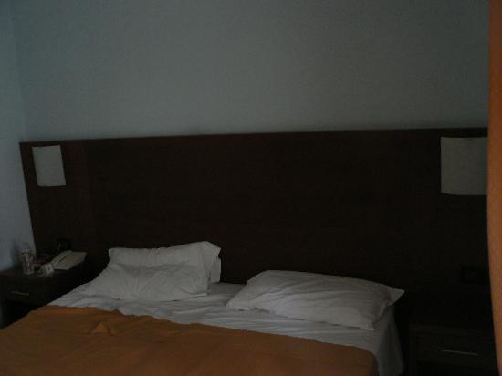 Osimar Hotel: Partial View of bedroom