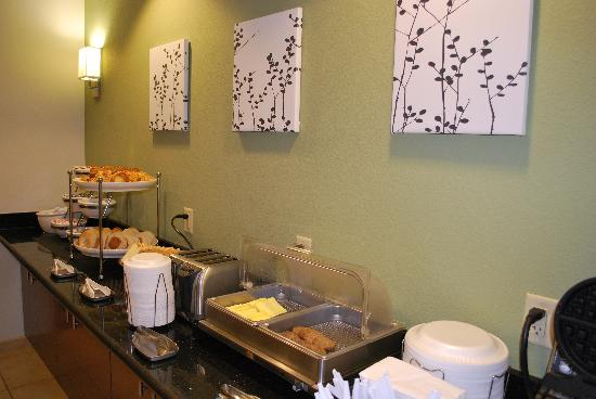 Sleep Inn & Suites: Complimentary Hot/Cold Continental Breakfast Daily