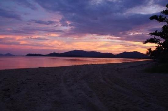 Kurrimine Beach Holiday Park: Sunset at Kurrimine Beach