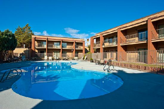 Best Western Discovery Inn: the pool