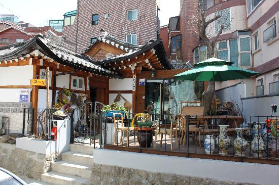 Hanok Guesthouse Eugene's House: A little oasis in a big city