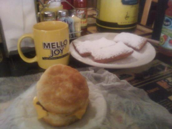 T-Coon's Restaurant: Bacon and Egg Biscuit and Beignets
