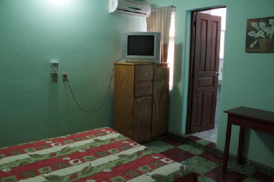 Hotel Oriente : The smaller room