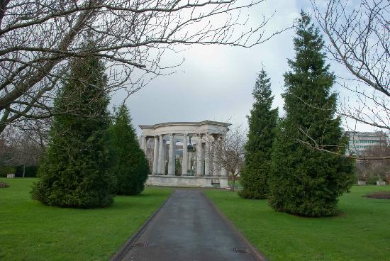 Cathays Park: Pathway to the centrepiece