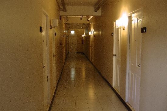 เจแอลแบ็งค็อก: Corridor