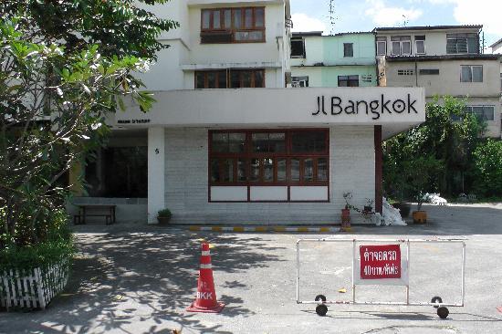 JL Bangkok: Exterior