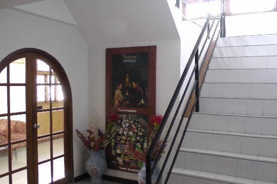 เจแอลแบ็งค็อก: Staircase