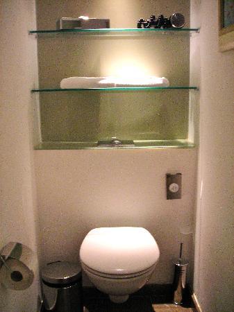 Radisson Blu Hotel Bucharest: Toilet area
