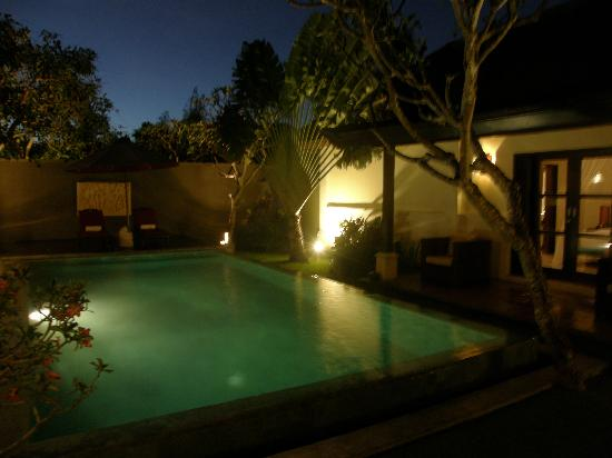 The Ulin Villas & Spa: Night view when the lights are up