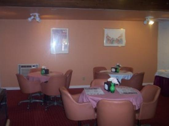 Rio Cucharas Inn: breakfast room