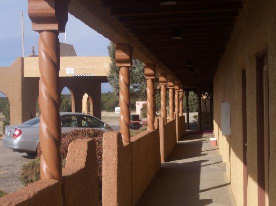 Rio Cucharas Inn: walkway