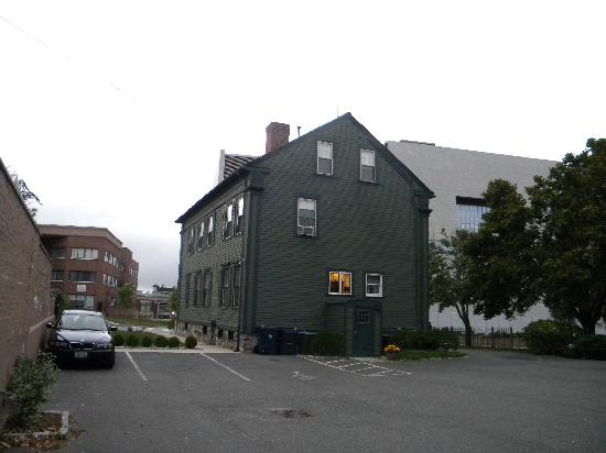 Lizzie Borden House: The back of Lizzie's house