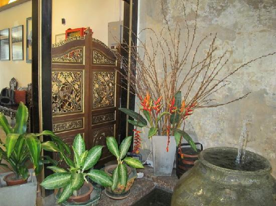 Courtyard @ Heeren Boutique Hotel: peranakan decor