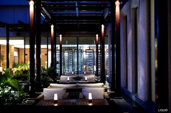 Hyatt Bangalore MG Road: Liquid Lounge and Bar seating