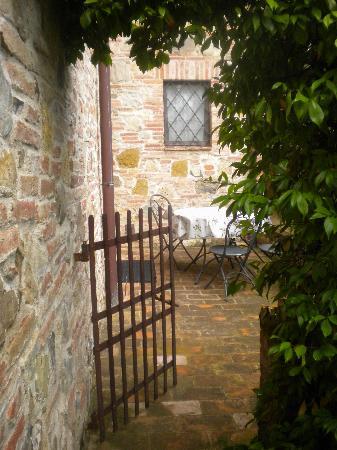 أجريتوريزمو سان جالو: A perfect patio for an italian breakfast...