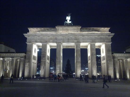 Berlin Dec 2010 - brandenberg gate (2)