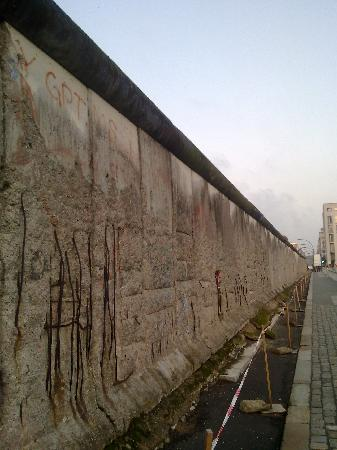 Berlin Dec 2010 - Remnants of Wall (2)