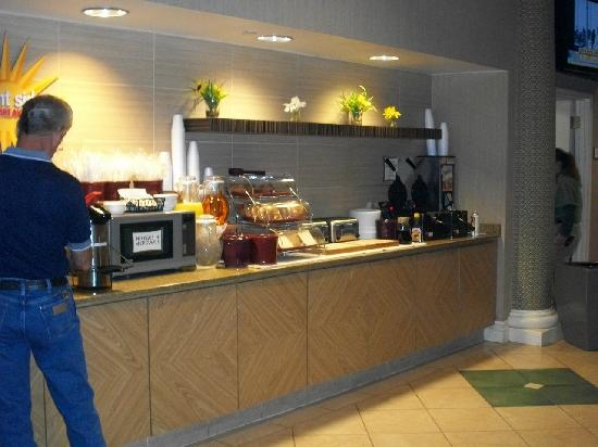 La Quinta Inn & Suites Albuquerque West: Breakfast