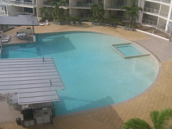 Vue Luxury Apartments Trinity Beach: pool
