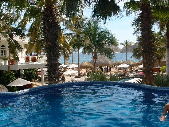 Club Cascadas de Baja: View from Perla pool towards beach